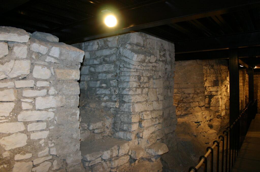 Pilastri quadrangolari